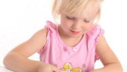 petite-fille-nail-art